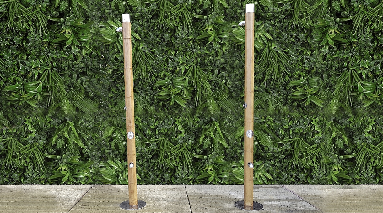 Duchas de bambú en Playa de Maro, Nerja 1