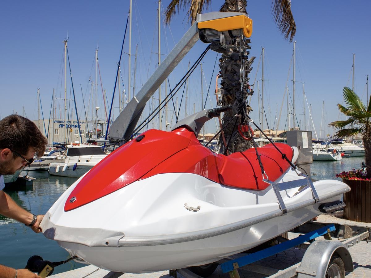 grua-moto-agua-20